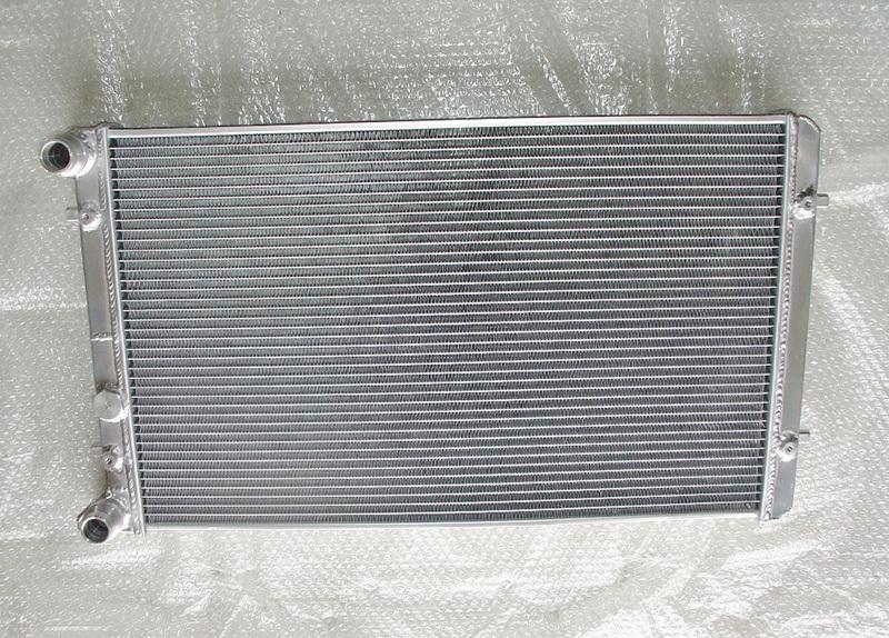 aluminium radiator k hler vw golf 5 tfsi carlicious. Black Bedroom Furniture Sets. Home Design Ideas